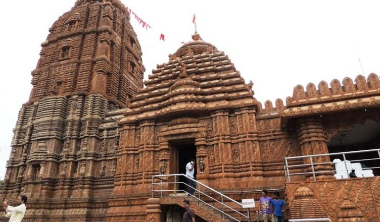 how to reach famous temple puri jagannath