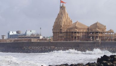 how to reach somnath temple