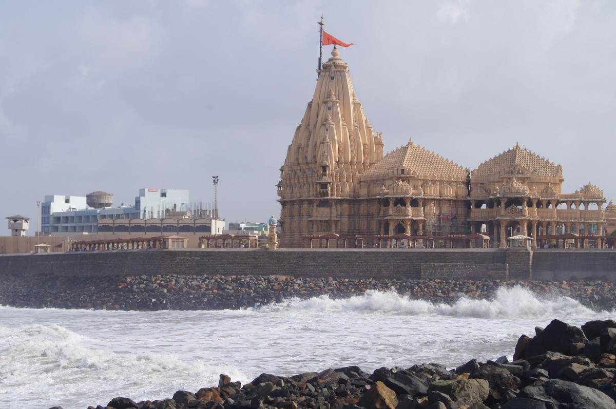 How To Reach Somnath Temple by Bus, Train and Flight